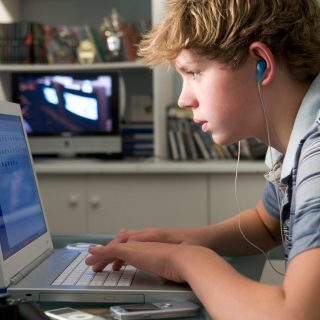 7 Ways to Help You #FightScreenAddiction in Your Home
